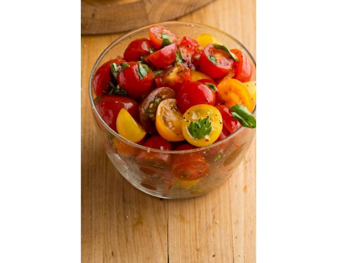 Малосольные помидоры с зеленью и чесноком фото