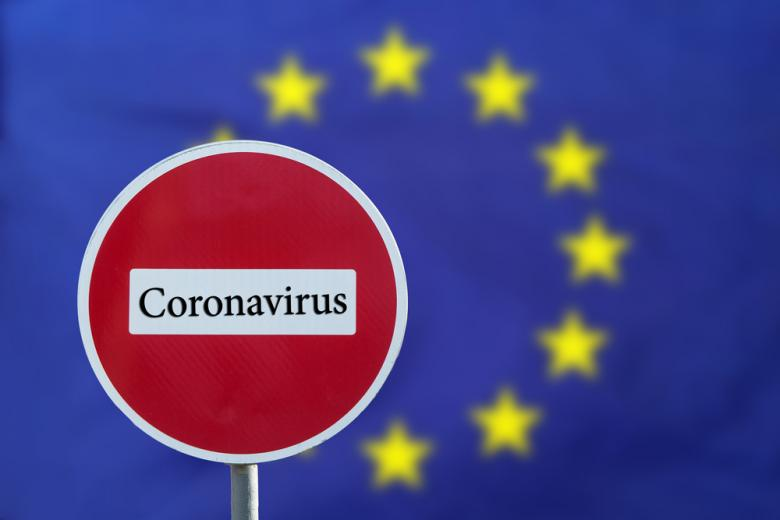 надпись коронавирус на дорожном знаке фото