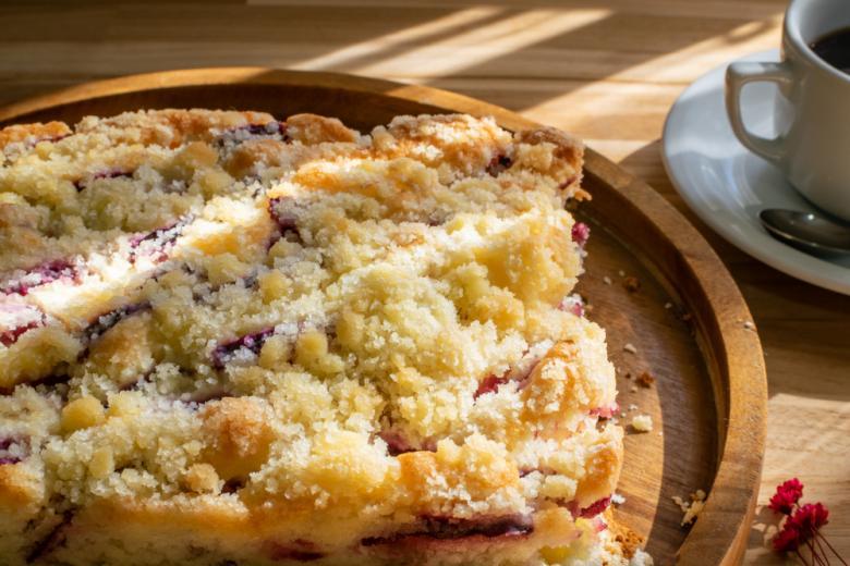 пирог Streuselkuchen с крошкой и сливами фото