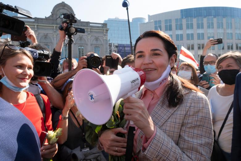 Светлана Тихановская на митинге фото