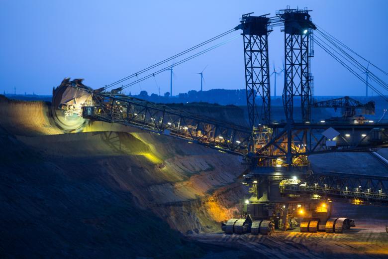 Вместо разрезов и шахт заработет завод для железной дороги фото