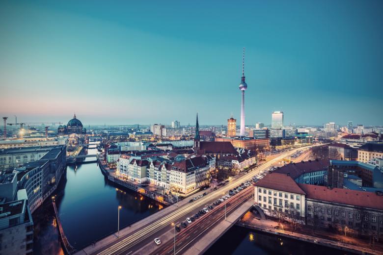 Берлин Митте Skyline вечером фото