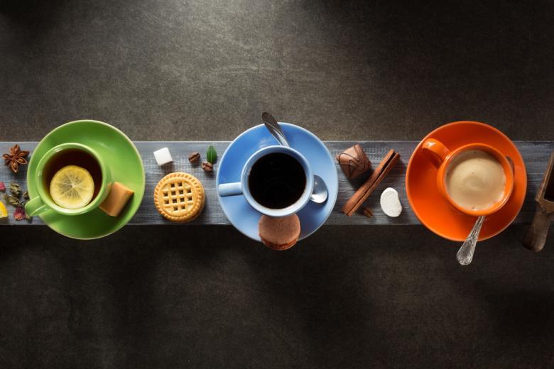 чашки с горячими напитками фото