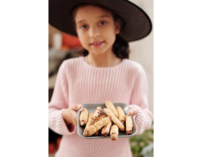 """Девочка с печеньем - """"пальцы ведьмы"""" фото"""