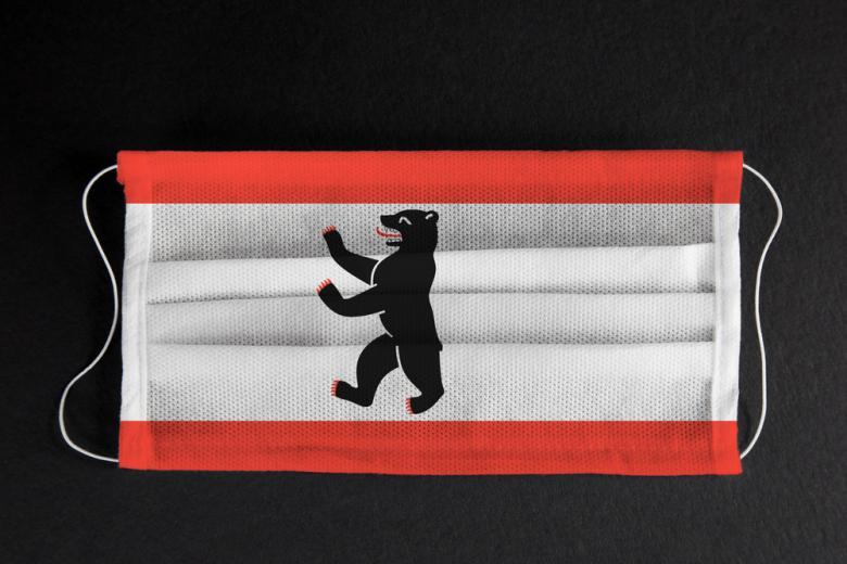 флаг Берлина на маске фото