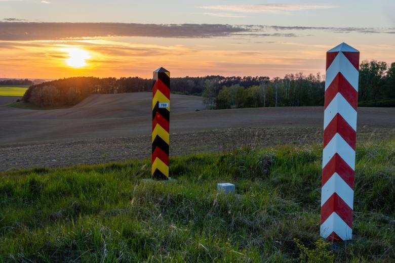 граница Польши и Германии на закате фото