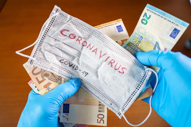 Концепция заработка на коронавирусе фото