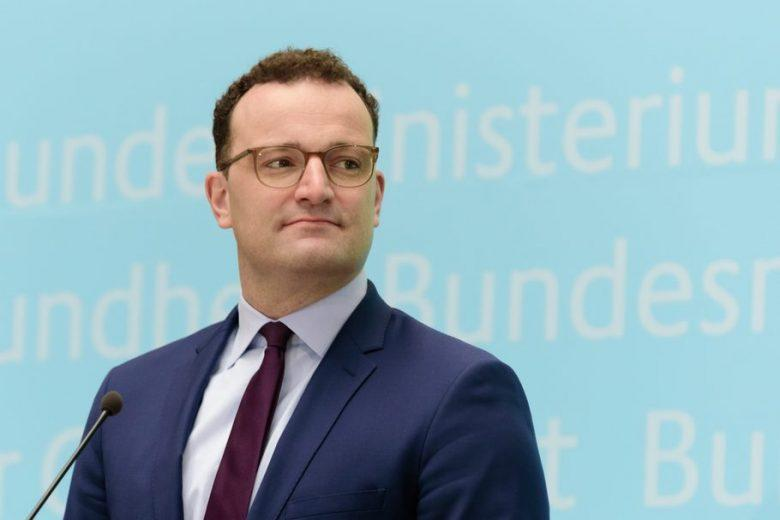 министр Йенс Шпан крупным планом фото