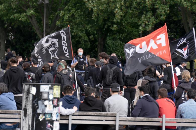 митинг антифашистов фото