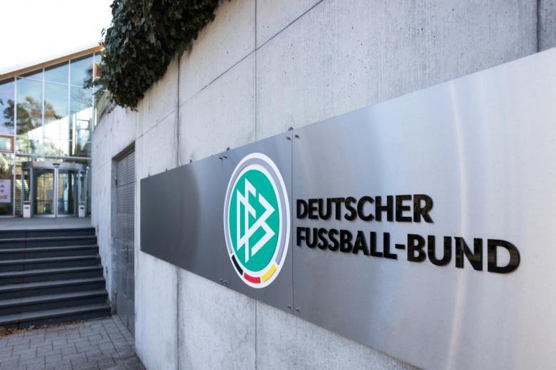 Немецкая футбольная ассоциация вывеска вход фото