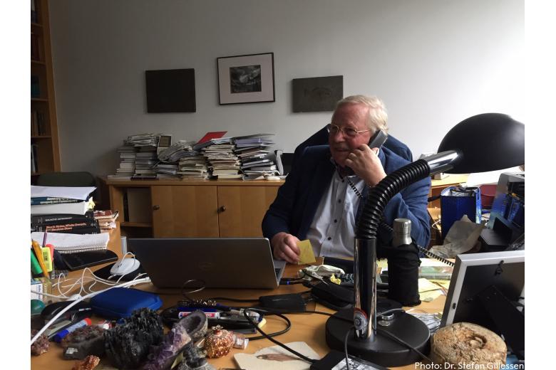 Нобелевский лауреат узнал о премии по телефону и очень удивился такой высокой награде фото