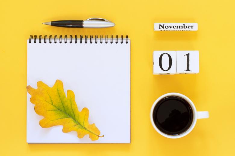 осенняя композиция и календарь на ноябрь фото