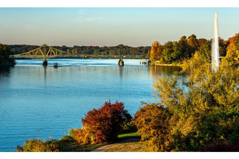 Озеро Ваннзее осенью фото