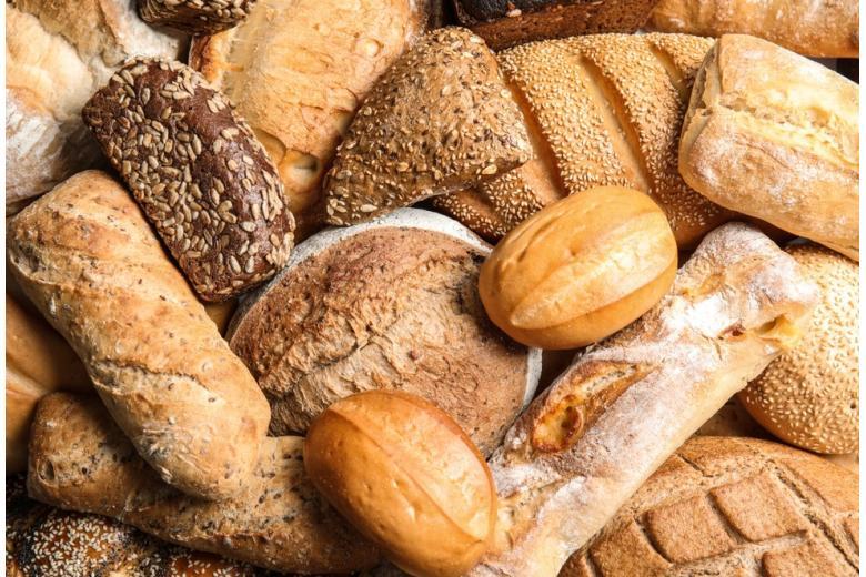 разные виды хлеба лежат вперемешку фото