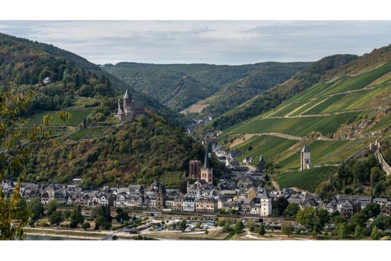 Регион Райнштайг, вид на замок Шталек, Германия фото