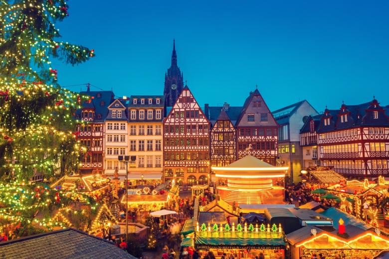 Традиционный рождественский рынок во Франкфурте фото