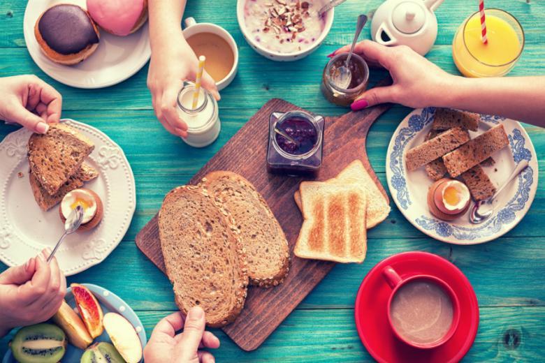 Семейный завтрак фото