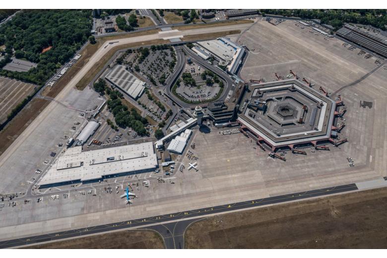 Аэропорт Тегель с высоты птичьего полета фото