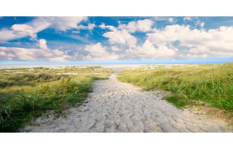 Белый песок острова Нордерней фото