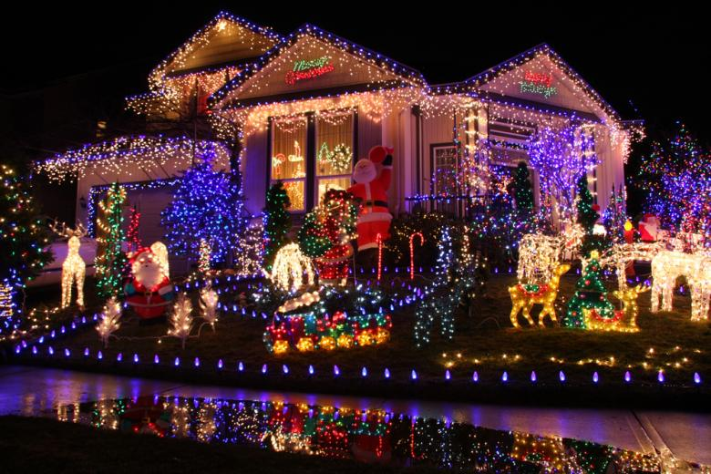 дом украшенный к рождеству фото