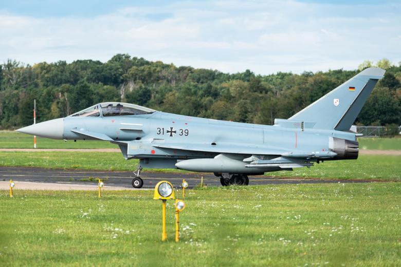 истребитель ВВС Германии на аэродроме фото
