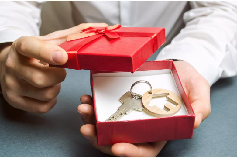 ключ от дома в подарочной коробке фото