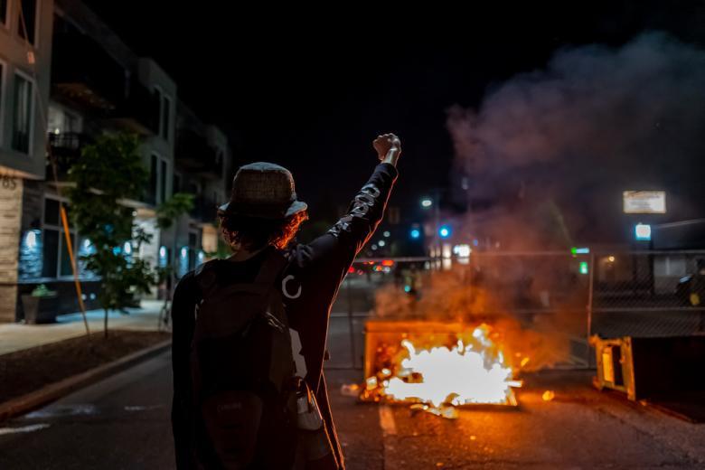 Конфисковали символику и оружие у правых экстремистов фото