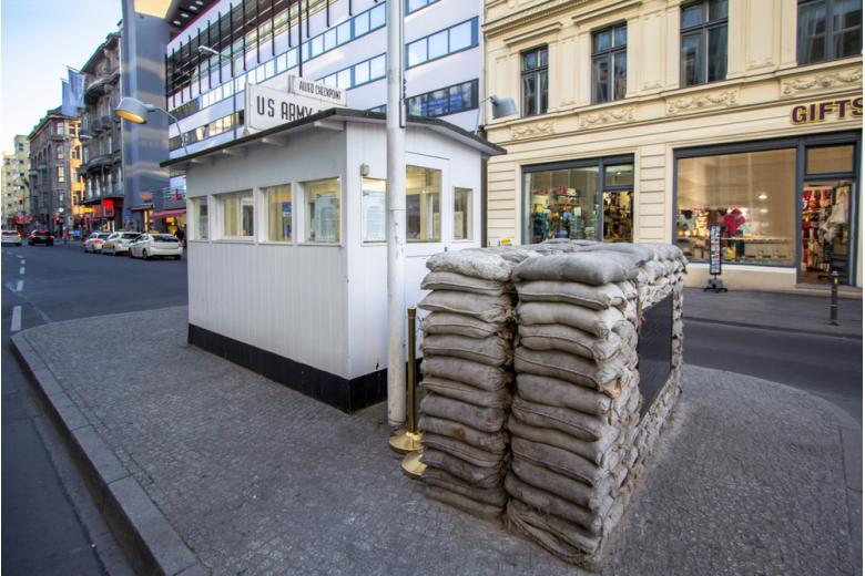КПП Чекпойнт Чарли в Берлине фото