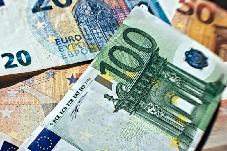 купюра в 100 евро фото