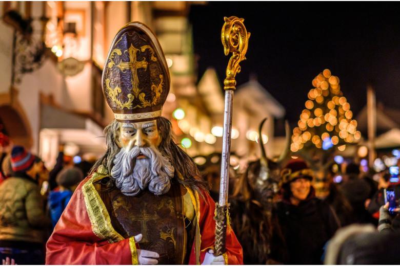 Николаус на рождественской ярмарке в Германии фото