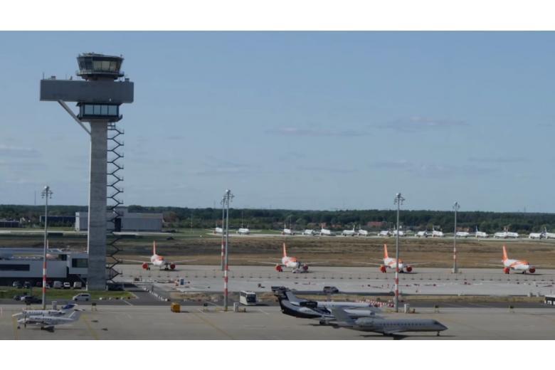 Новый берлинский аэропорт открылся фото