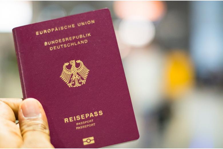 Паспорт в Германии изменится - новый закон фото