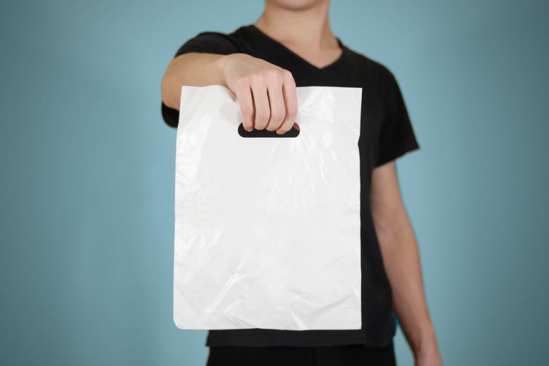 Пластиковые пакеты запрещаются для продажах в магазинах фото