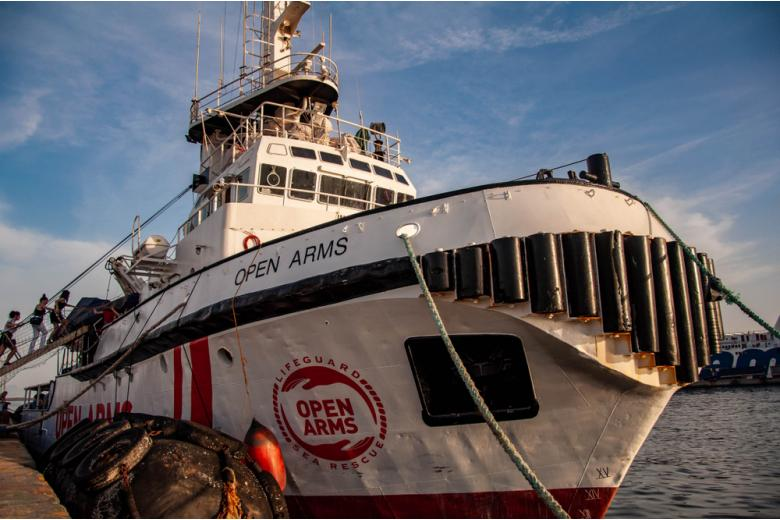 Немецкая организация купила еще один корабль для спасения мигрантов на Средиземном море фото 1