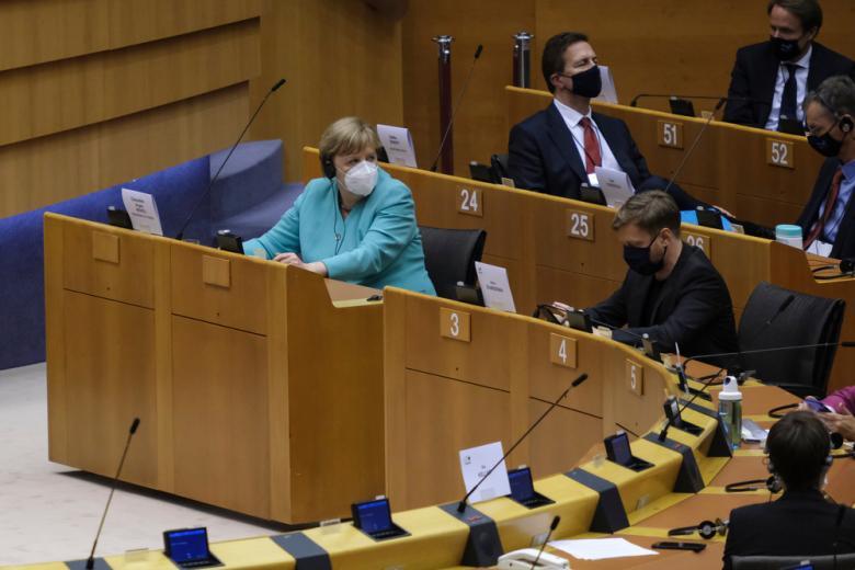 Суд подтвердил масочный режим в Бундестаге фото