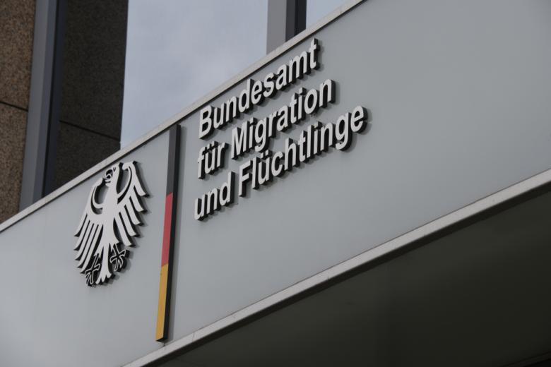 Вывеска миграционной службы фото