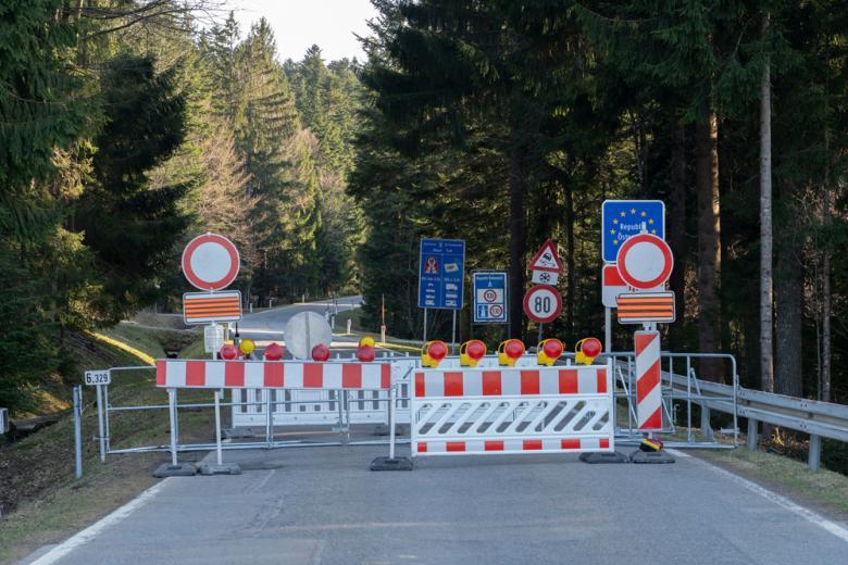 закрытая граница между государствами ЕС фото