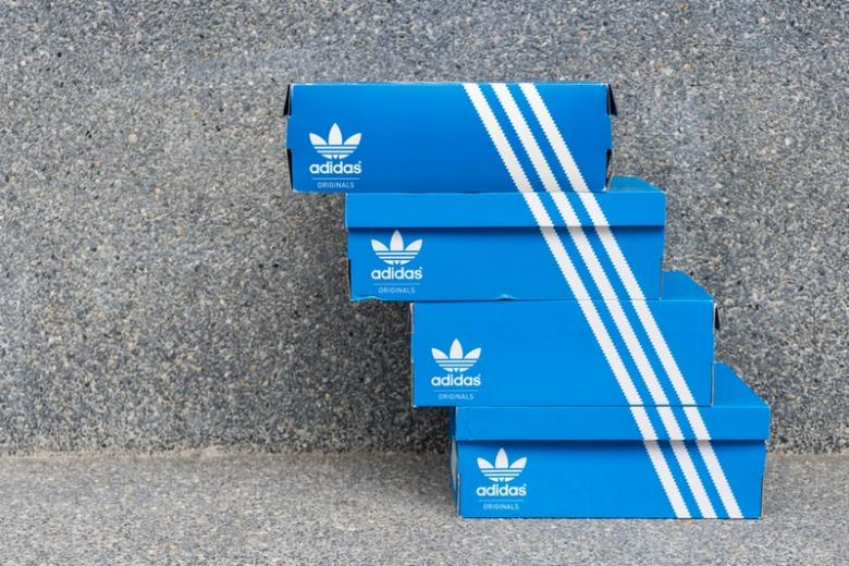 Adidas продаст или реструктурирует американский бренд из-за убытков фото