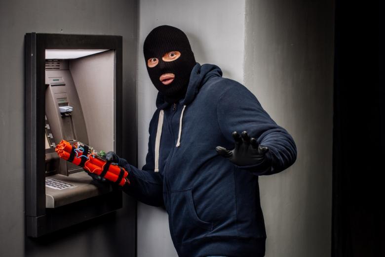 Бандиты грабят банкоматы с помощью взрывчатки фото