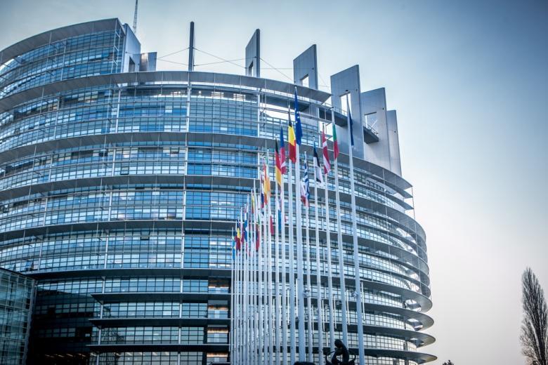 Европарламент будет забирать деньги у нарушителей европейских ценностей фото