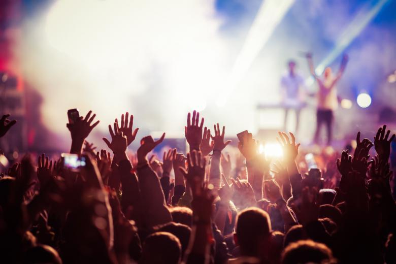 Концертные площадки могут вернуться в обычный ритм работы ближе к середине 2021 года фото
