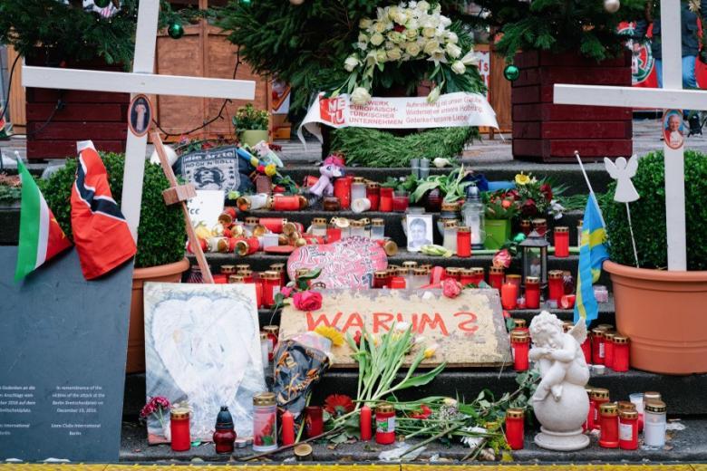 мемориал жертвам теракта в Берлине фото