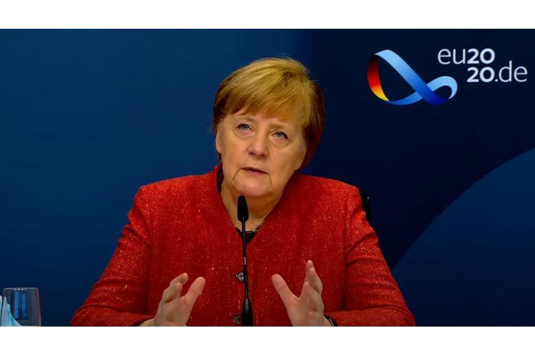 Меркель считает, что вакцинирование начнется в начале 2021 года фото