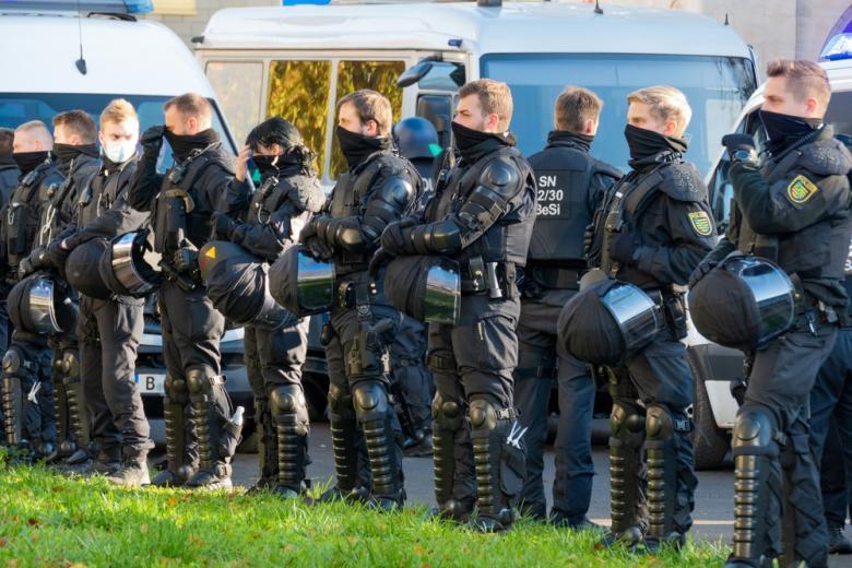 Полиция на акции протеста в Лейпциге фото