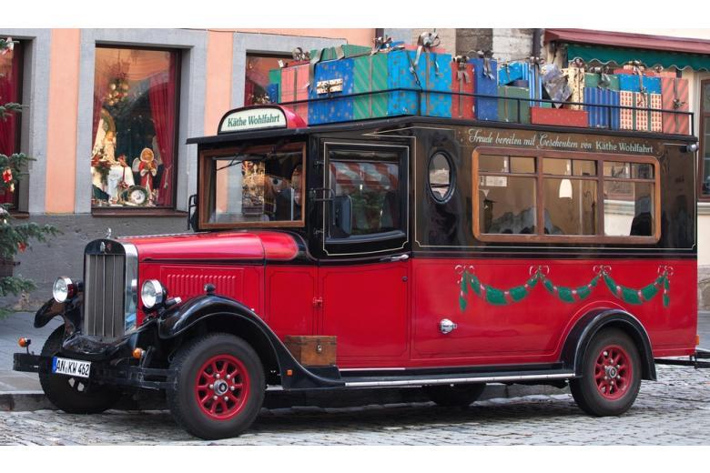 Рождественский автобус из музея рождества в Ротенбурге фото