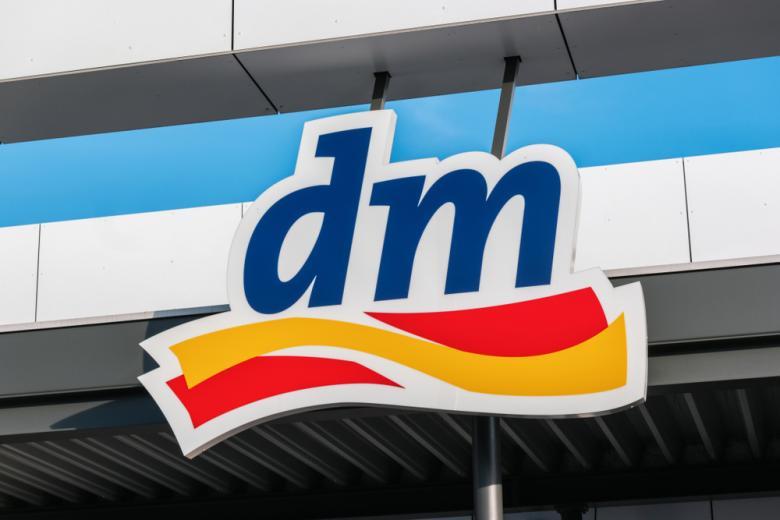 вывеска магазина DM в Германии фото