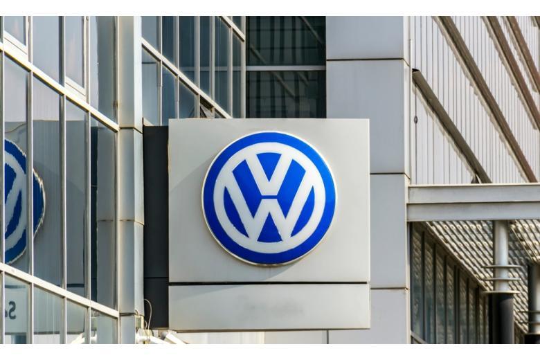 Эмблема компании Volkswagen фото