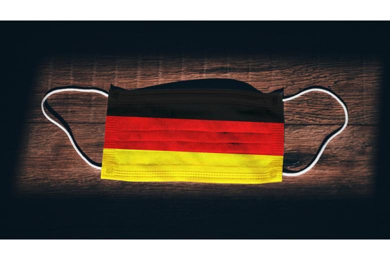 Маска с флагом Германии фото