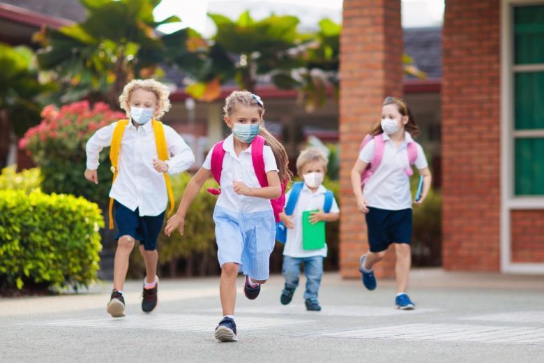 Школьники бегут фото