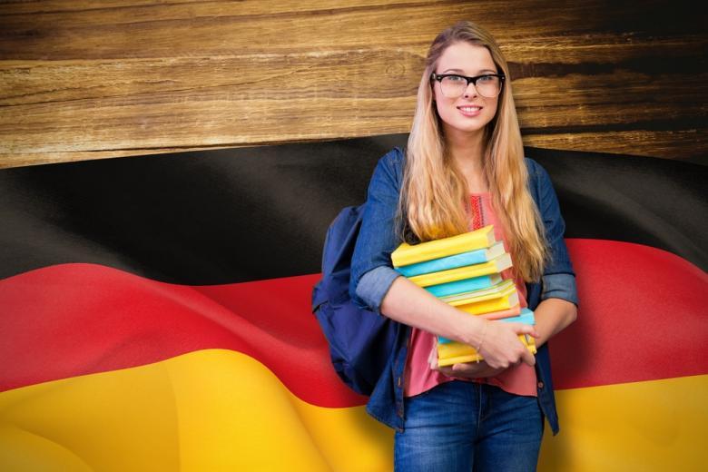 студентка с книгами фото